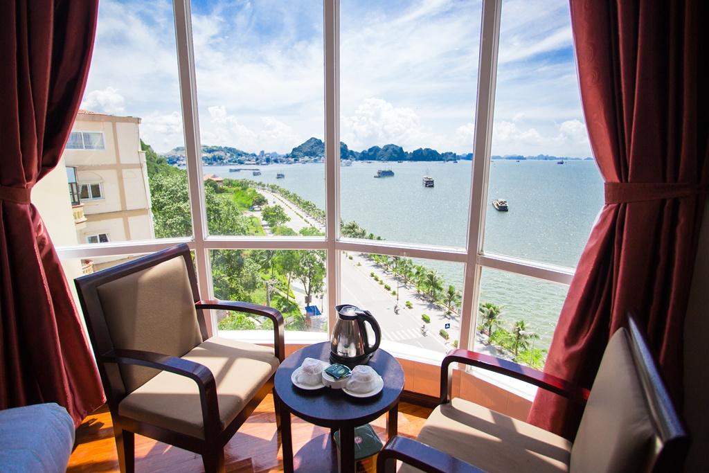 Mỗi buổi sáng hãy cùng chúng tôi nhâm nhi tách trà hay caffe và ngắm bình minh trên Vịnh